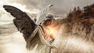 胸に光を抱いた天使